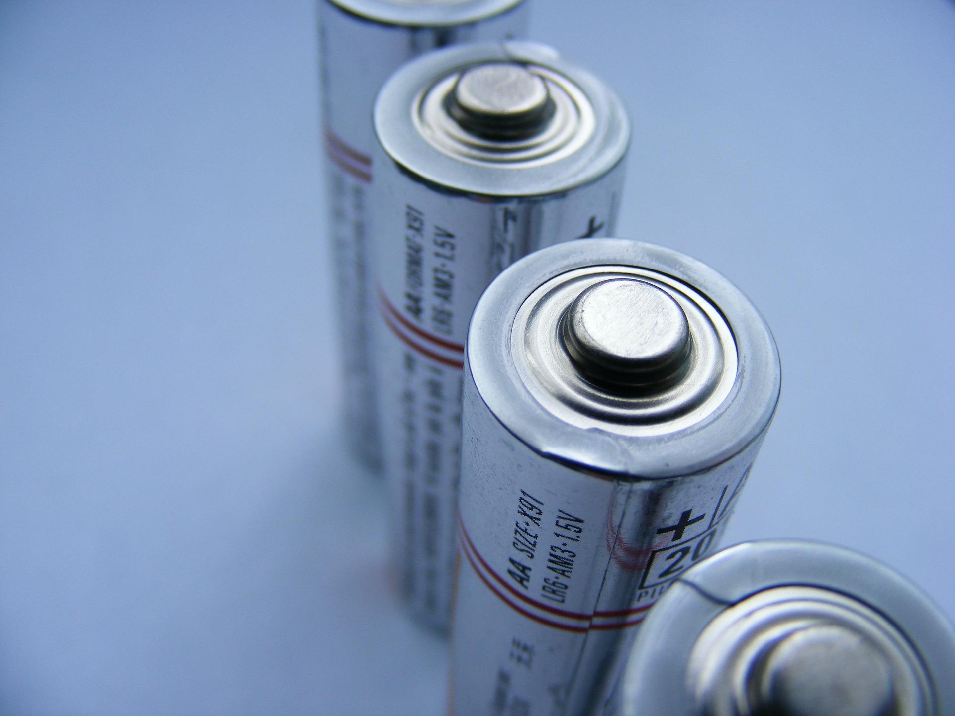 batteries-87535_1920